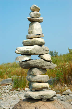 岩 - ケアンズ - ロックパイル湖海岸ミシガン州米国上の発見のバランスをとる。