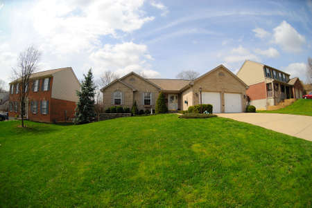 Suburban Neighborhood Brick Homes - a spring day in the burbs. Imagens