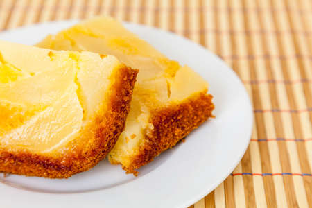 Close up of sliced pear upside down cake - also known as turnover cake Archivio Fotografico
