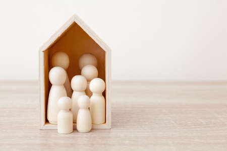 Concept for overcrowding - with wooden house and people Archivio Fotografico