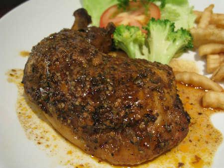 molhos: a delicious dish of chicken in black pepper sauces. Banco de Imagens