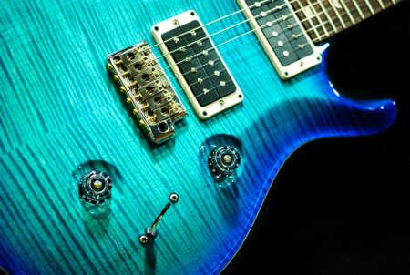 blauwe aquamarijn gitaardetail