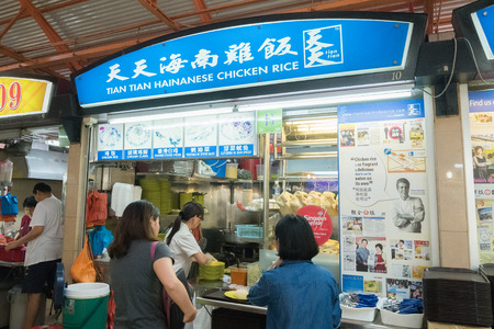 maxwell: Singapore - March 18, 2016 : Tian Tian Hainanese chicken rice the best chicken rice hawker stall in Maxwell food centre. Editorial