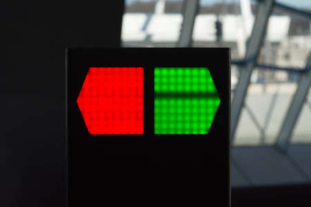 Red and green LED direction light Banque d'images - 133015722
