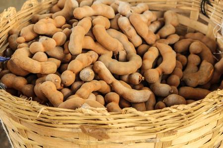 달콤한 타마 린드 과일 바구니에 스톡 콘텐츠
