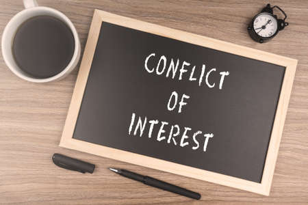 Conflit d'intérêt Banque d'images - 72809685