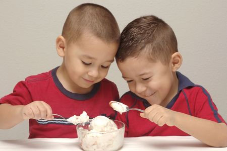 Two preschool brothers prepare to enjoy a large bowl of strawberry-cheesecake Stock Photo - 516444