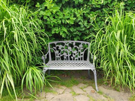 A wrought iron Park bench Banque d'images