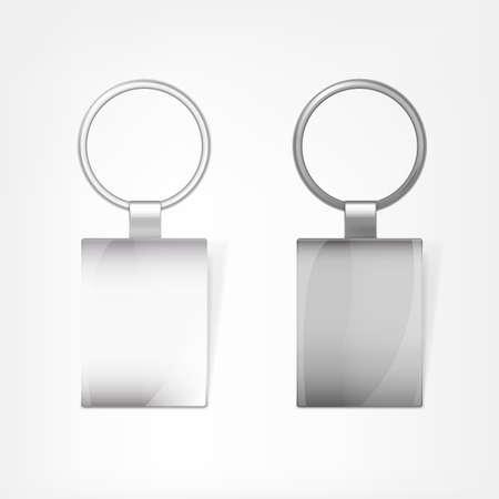 llaves: Ilustración vectorial de un llavero rectangular de metal blanco con un anillo de una clave, aislado en un fondo blanco. Plantilla Ideal para la marca, directrices de identidad y campañas promocionales.