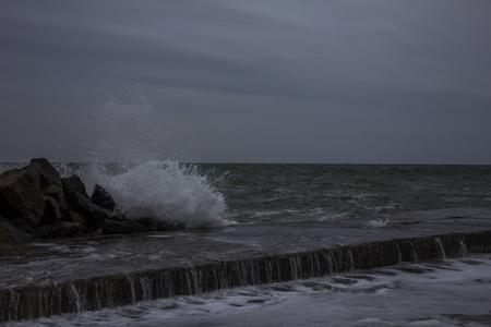 horison: splashing of the waves crashing on the pier
