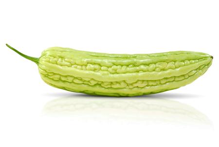 Bittere Melone isoliert auf weißem Hintergrund