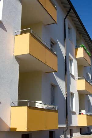 mieszkań z balkonem