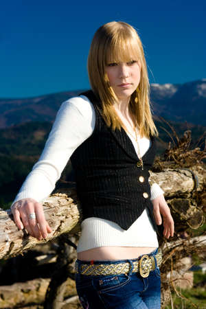 natur: young woman portrait in natur