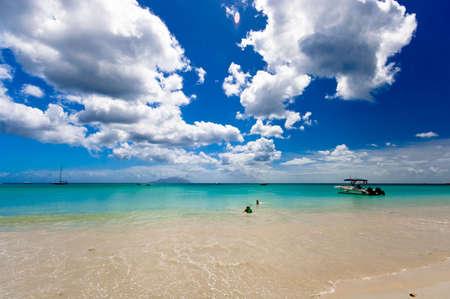siluet: suny day in paradise