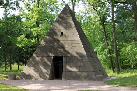 tsarskoye: The Shrine for dogs of Empress Catherine, Tsarskoye Selo, Russia
