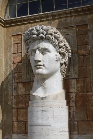 escultura romana: Escultura romana en Cortile della Pigna, Ciudad del Vaticano