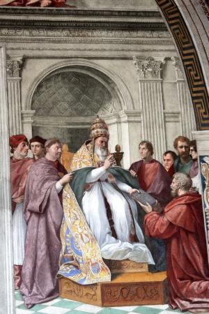 estrofa: CIUDAD DEL VATICANO - CIRCA 09 2012: El cardenal y Teol�gicos Virtudes fresco de Rafael, que forma parte de su Stanza della Signatura 1511 en el Palazzi Vaticanos en Ciudad del Vaticano Editorial