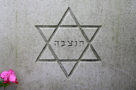 star of david symbol on gravestone at municipal cemetery in Amsterdam, The Netherlands 版權商用圖片