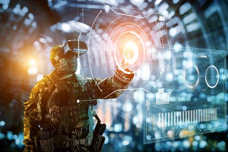 Soldato in bicchieri di realtà virtuale. Il concetto di futuro.