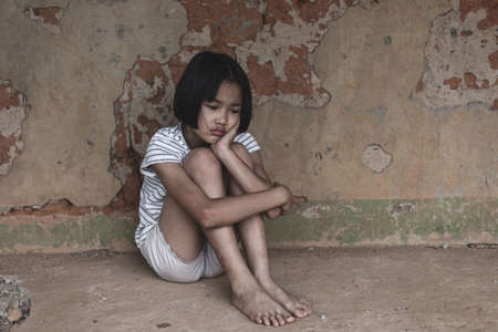 young homeless Asian child who is at high risk of being bullied, trafficked and abused Banque d'images