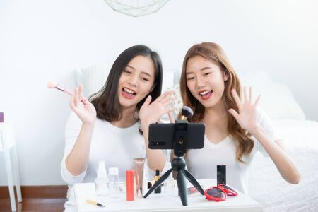 Portrait of young asian woman review giveaway gift product fan following channel, recording video make up lipstic cosmetic at home. Beauty blogger present beauty cosmetics Foto de archivo - 134712657