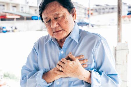 Portrait of an elderly man with  heart attack.senior Asian man . Foto de archivo - 134712669