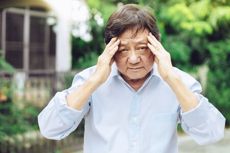 Portrait of an elderly man with headache.senior man covering his face with his hands.vintage tone Foto de archivo - 134712673