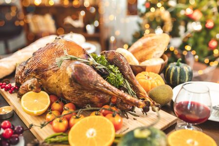 Roasted  chicken or turkey with sauce and grilled autumn vegetables: corn,pumpkin  on wooden table, top view, frame. Christmas or Thanksgiving Day food concept. Foto de archivo - 135133385