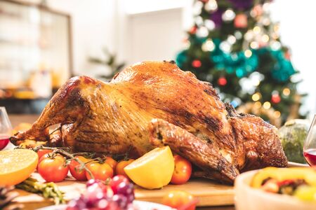 Roasted  chicken or turkey with sauce and grilled autumn vegetables: corn,pumpkin  on wooden table, top view, frame. Christmas or Thanksgiving Day food concept. Foto de archivo - 135133500