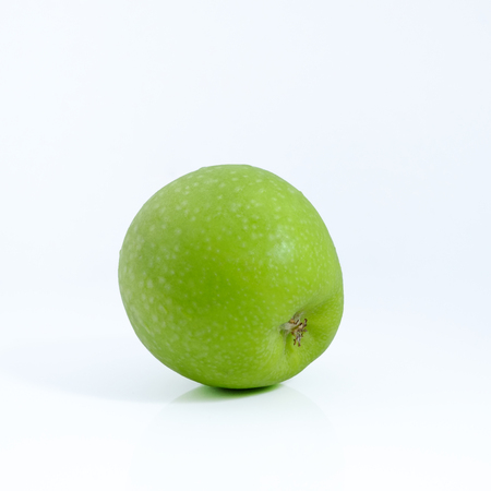 Green apple on white background, Green apple isolated, Fruit on white background Banque d'images - 122393510
