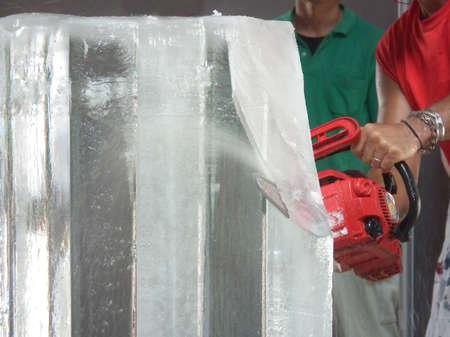 氷の彫刻ショー (愛知日本 2011)