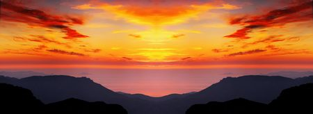 Meeting of a dawn highly in mountains, the beautiful sea and clouds Imagens - 617708