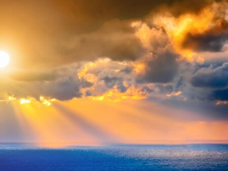 Through clouds on the sea light flows Imagens - 933445
