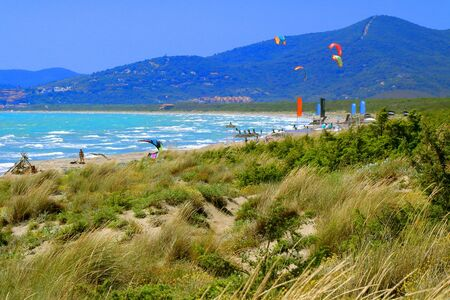 People are surfing by kite in a windy day - Le Marze - Maremma - Tuscany - Italy Banque d'images