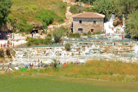 People having a bath and relaxing with natural hot springs in the open - Saturnia - Tuscany - Italy Banque d'images