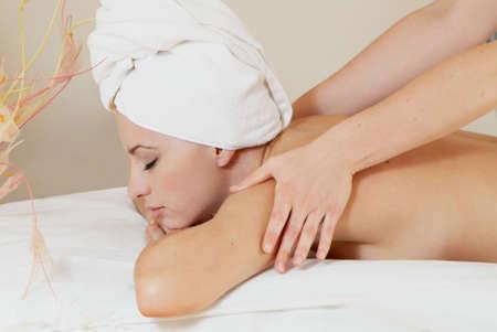 Lovely damą w salonie masażu