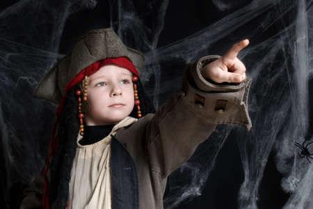 marinero: Peque�o ni�o vistiendo traje de pirata