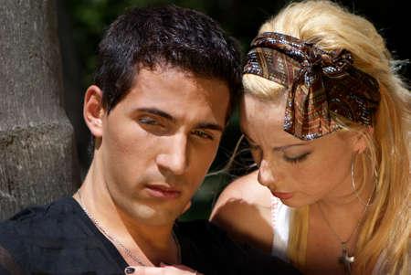 irrespeto: Retrato de pareja emocional, se revolcaban en los problemas de las relaciones mutuas