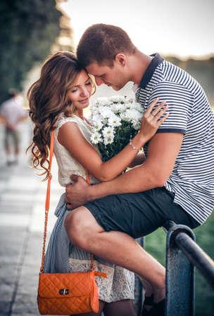 afecto: Amor y afecto entre una joven pareja