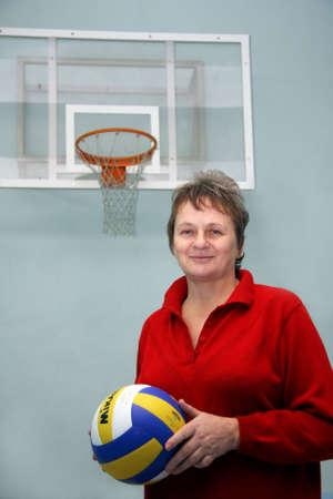 salle de sport: Dans un gymnase le joueur de basket-ball