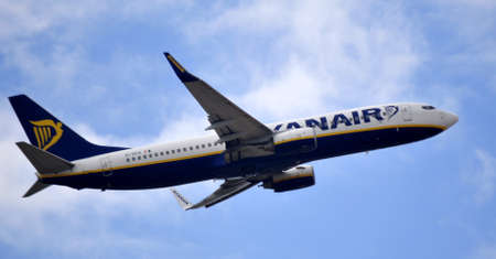 ryanair company takes up flight from alicante airport, Spain. 30 September 2.012