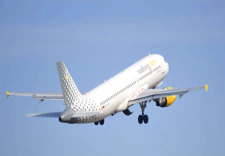 vueling air company airline comercial take elevation maniobre in airport of alicate, 6th October 2.012