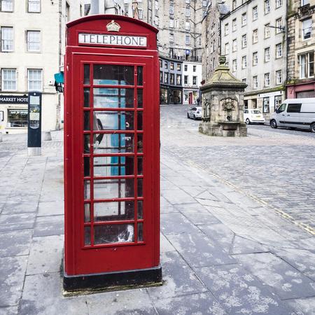 cabina telefono: Cabina de teléfono en Edimburgo Editorial