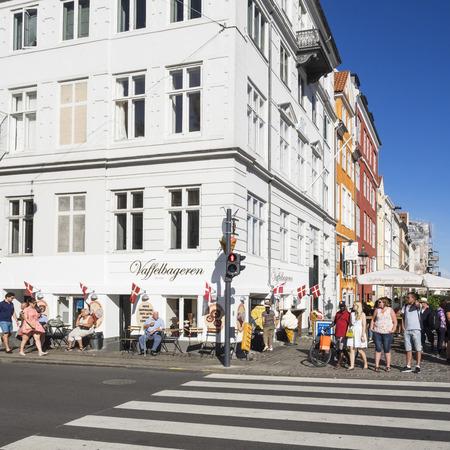 semaforo peatonal: Copenhagen en verano Editorial