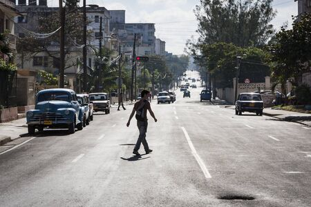 pedestrian traffic lights: Calle en el Vedado, La Habana Editorial