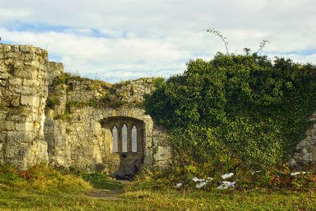 Restanten van een windowed muur van een oude middeleeuwse Europese kasteel, Zuid-Duitsland. Stockfoto