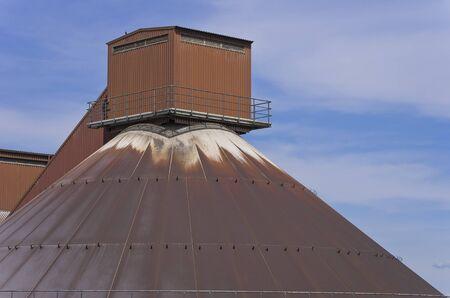 Daksysteem op een grote silo. Stockfoto
