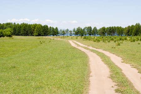 earth road: strada sterrata al lago Baikal (sullaereo posteriore dopo gli alberi)
