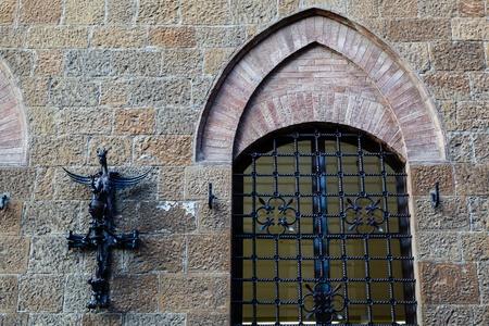 priori: Ancient Streetlight in Piazza dei Priori a Volterra in Toscana, Italia