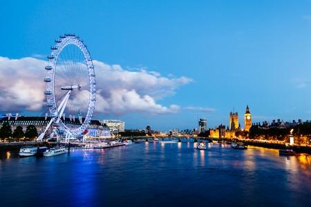 London Eye, Westminster Bridge et Big Ben à la soirée, Londres, Royaume-Uni